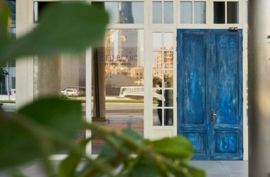 Entrance+to+Bleu+Blanc